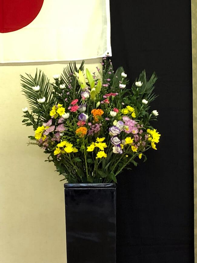 追悼式お供え花2