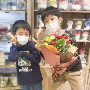 【笑顔を運ぶ花贈り】大好きなおばあちゃんへ