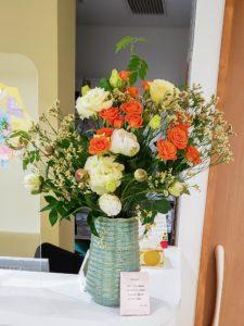 【事例紹介】動物病院様にお届けの定期花