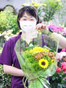 【笑顔を運ぶ花贈り】ヌボースタッフの誕生日に贈る花束
